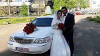 des-fleurs-rouges-capot-mariage-limo