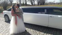 limousine-chrysler-blanch-noir-mariage-couple