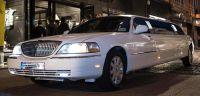 lincoln-limousine-blanche-rue-commercante