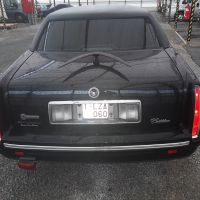 zwarte-limousine-cadillac-fleetwood-black-federal-coach